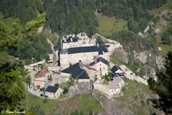 Ausblick aus den Bergen von oben auf das Fort Queyras