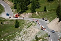 Auf der Fahrt durch die Berge ist Vorsicht geboten, hier ein Unfall an der Nordrampe zum Col d'Izoard