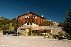 An der Passhöhe des Col de la Couillole befindet sich unweit des Parkplatzes dieses Haus
