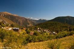 Eine kleine Siedlung in der sonst sehr verlassenen Gegend einige Kilometer östlich des Col de la Couillole