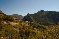 Etwa 6 Kilometer östlich des Passes befindet sich das kleine Dorf Rouaine