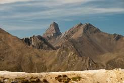 Ausblick über zerklüftete Berge Richtung der markanten Spitze des 3514 Meter hohen Aiguille d'Arve