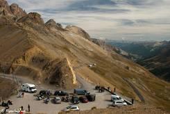 Die Passhöhe des Col du Galibier mit ihrem kleinen Parkplatz