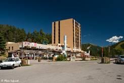 An der Passhöhe des Col Saint-Martin befinden sich ein großer Parkplatz und mehrere nicht unbedingt sehr ansehnliche Gebäude
