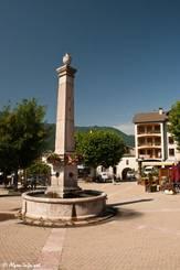 Brunnen vor dem Office du Tourisme in Guilllestre