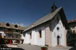 Neben der Kirche von Guillestre steht dieses schön verzierte Haus