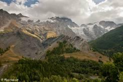 Blick von Norden auf das Massiv der Meije, im oberen Teil erkennt man gut die Gletscher