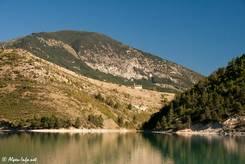 In den Bergen nahe des Lac de Castillon steht eine kleine Kapelle