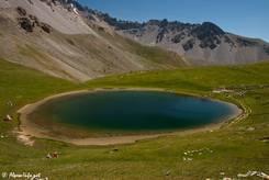 Der nahezu kreisrunde Lac de Souliers