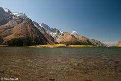 Blick über den Lac du Pontet, im Hintergrund erkennt man die Meije mit ihren Gletschern an den Hängen