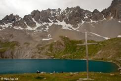 Der Lac Sainte-Anne mit den Hängen des Pic de la Font-Sancte im Hintergrund