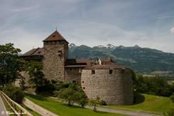 Das Schloss Vaduz oberhalb der Stadt ist Wohnsitz der Fürstenfamilie von Liechtenstein