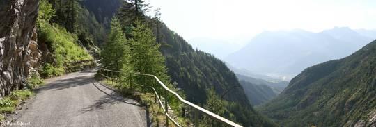 Die Zufahrt zum Val d'Escreins ist schmal und teilweise nah am Abgrund, dafür ist die Aussicht fantastisch